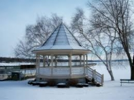 File miles north of cottage is the beautiful water front Village of Skaneateles with parks, shopping and dining.